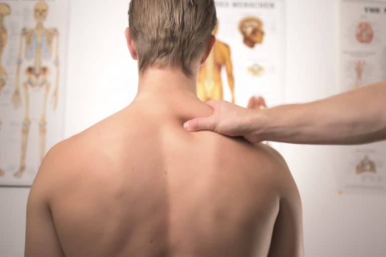 Aarhus rygkliniks fysioterapeuter har over 10 års erfaring med manuel behandling og massage af nakkens muskler og led