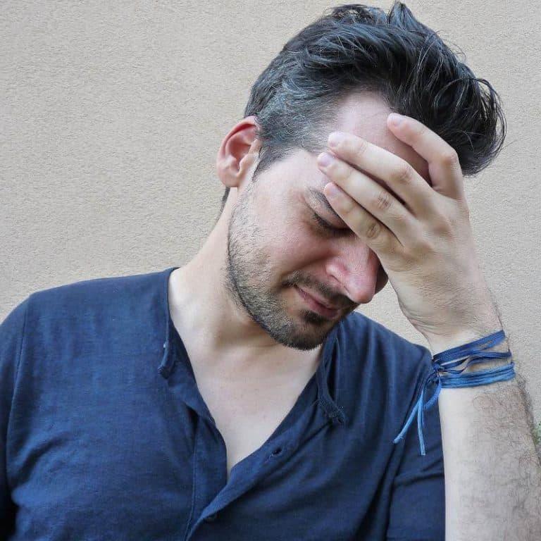 Hovedpine kan behandles med smertestillende medicin, men primært i akutte tilfælde. Længerevarende brug af smertestillende kan potentielt give mere hovedpine. Lad fysioterapeuterne behandle din hovedpine.
