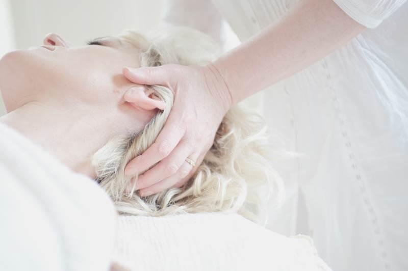 Spændingshovedpine og hovedpine som udspringer fra nakken kan ofte behandles gennem massage, mobiliseringsteknikker og øvelser. Fysioterapeuterne Aarhus Rygklinik kan hjælpe dig med at lave det rigtige program til din hovedpinetype
