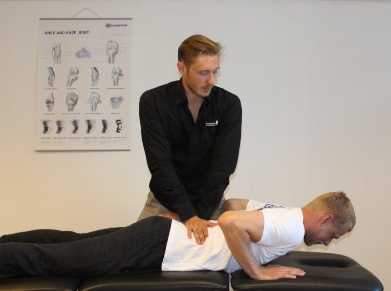 I Århus kan du får ryggen grundigt undersøgt af en specialist fra Århus Rygklinik. Akut tid og gratis parkering lige til døren.
