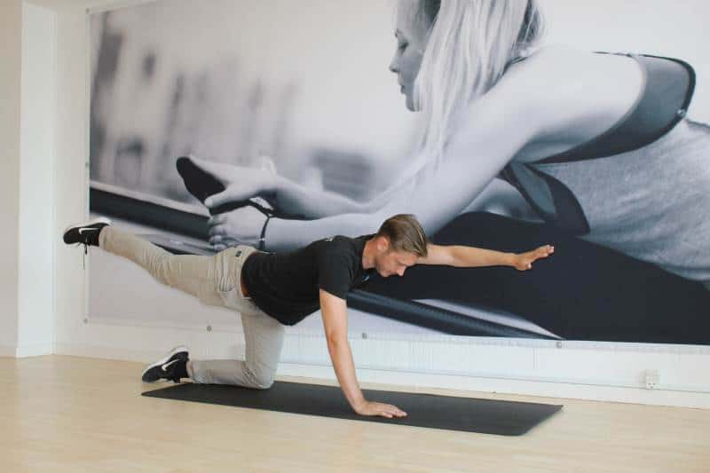 Ryghold er for dig som ønsker at stabilisere og styrke din ryg for at komme dine rygsmerter til livs. Rygholdet hos Aarhus rygklinik kan også bruges forebyggende hvor træning bliver medicin for at holde smerterne væk.